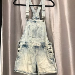 Denim - OVERALL SHORTS Denim Light Wash